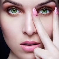 Как нанести праздничный макияж?