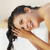 Как смягчить воду и мыть ей волосы?